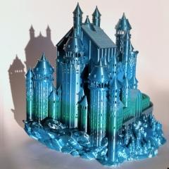 Zamek wydrukowany z PLA Rainbow Silk Ocean oświetlony światłem słonecznym